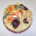 Torte mit kandierten Rosen