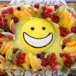 Früchtetorte mit Smiley - bunt und frisch