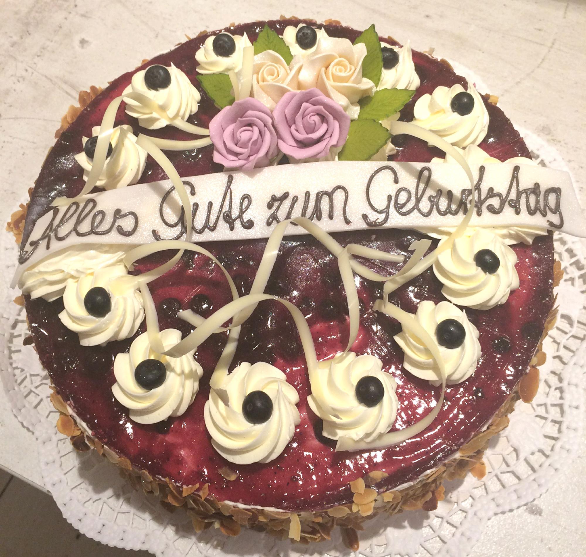 Fruchtiger Geburtstagskuchen