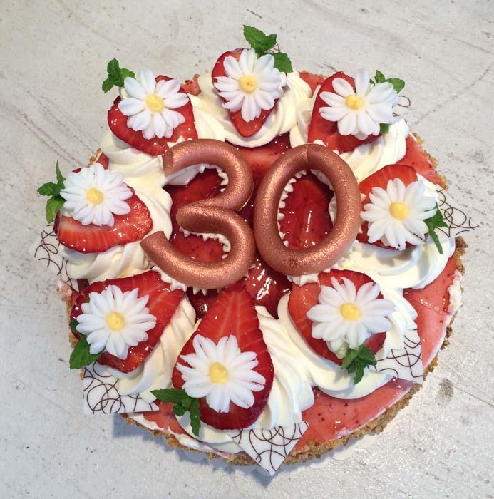 Geburtstagstorte mit Erdbeeren zum 30.