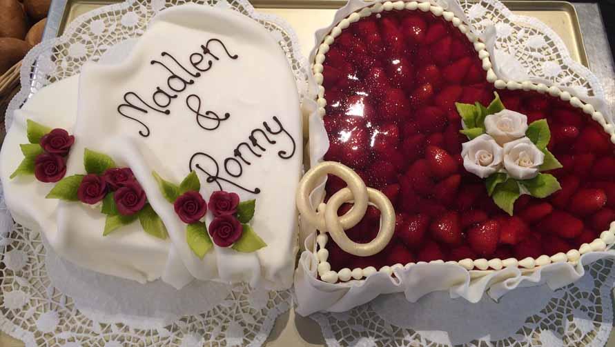 Hochzeitstorte Herz M Erdbeeren Fondant Backerei Konditorei