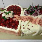 Hochzeitstorte mit essbaren Blüten