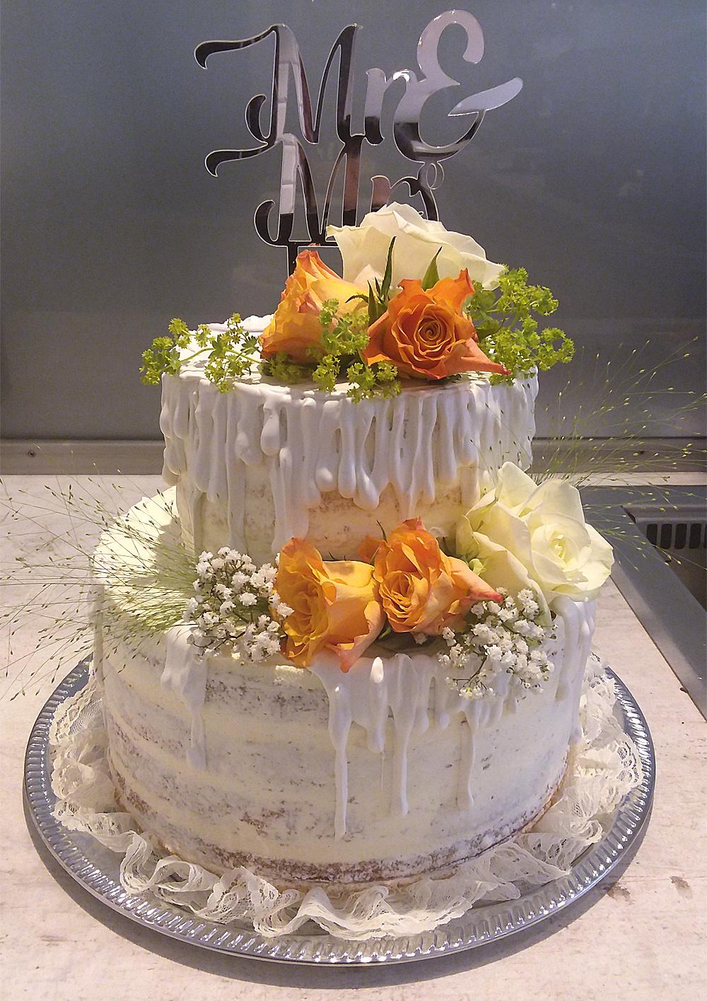 Naked Cake Hochzeitstorte mit Canache Glasur, Rosen